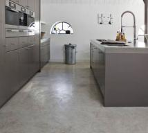 Self-levelling cement screed floor