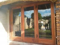 Meranti folding stackdoor. Roodeplaat Stacker Doors 3 _small