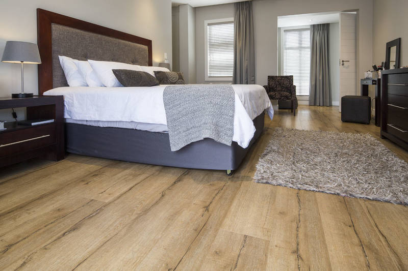 Black Forest Oakwood Manor laminate flooring in bedroom