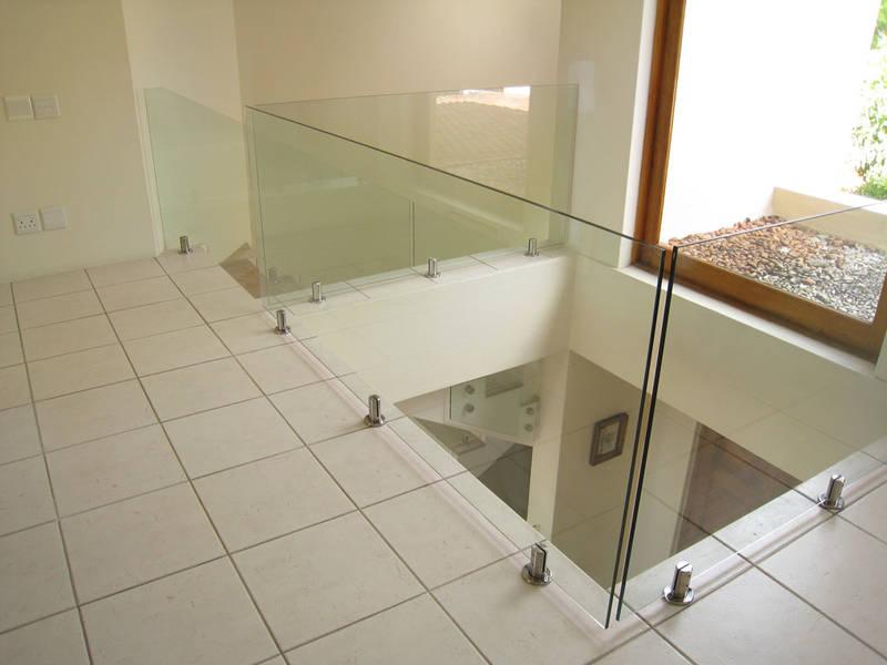Floating Glass (floor mount - spigot)