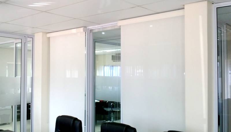 exclusive roller blind for offices in La lucia