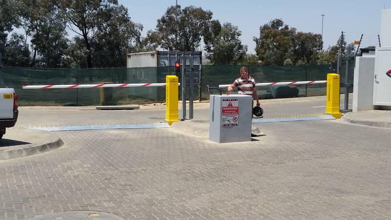 Access control boom gates