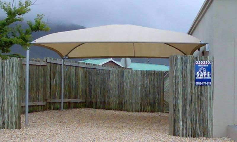 Double carport with two poles and two wall brackets in Vermont, Hermanus