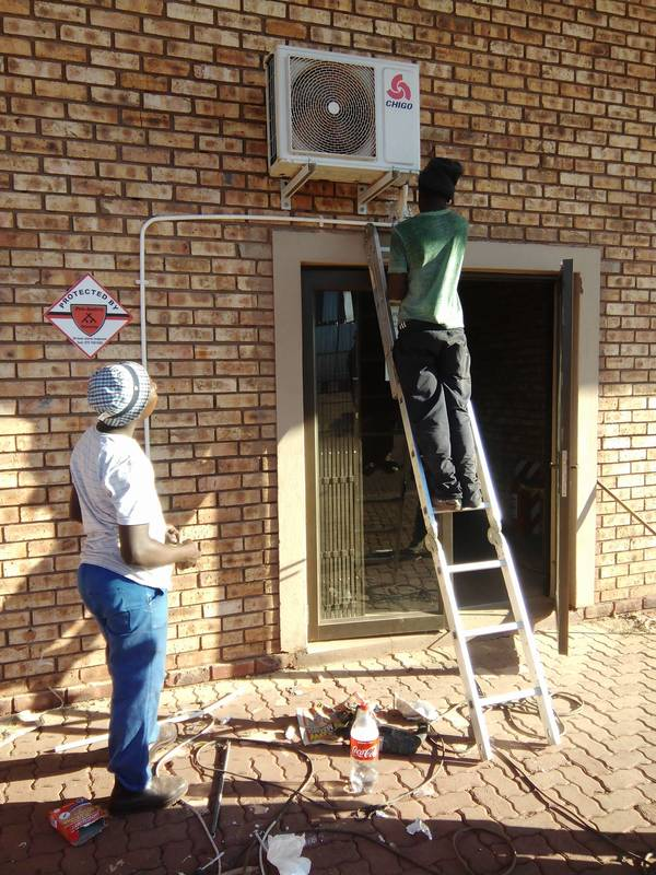 installing Air condition unit