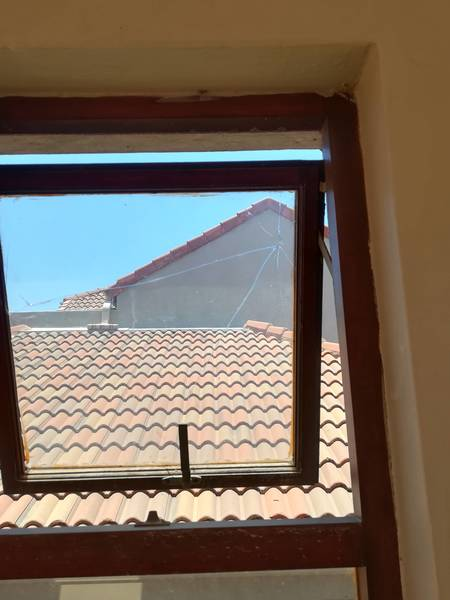 Free Quotes... And discount of 5% on any job over R1500. 00 Honeydew Glass Repairs and Maintenance _small