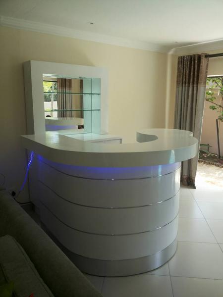 3D DESIGN Douglasdale Kitchen Cupboards & Countertops _small