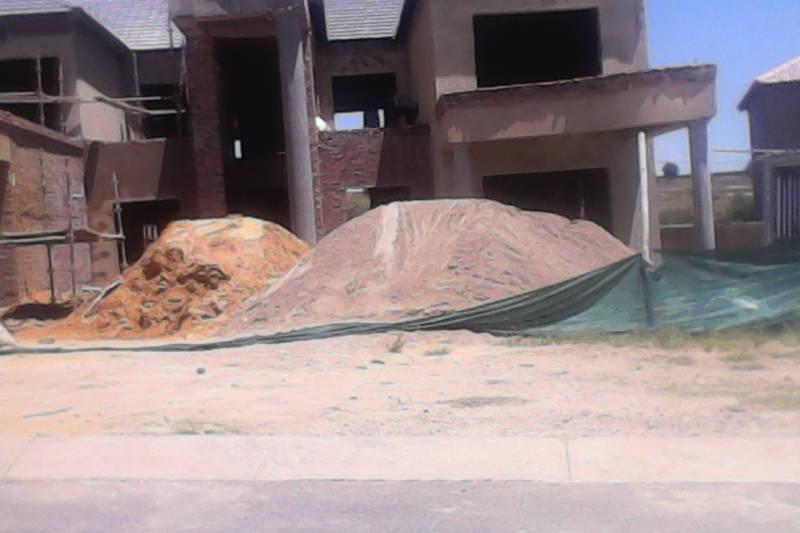 Builders, Building Contractors, Concrete Slabbing and Wall Parapets.